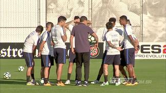 Carille reunido com jogadores do Corinthians