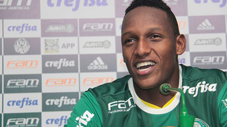 SAO PAULO, BRAZIL - JULY 01: Colombian defender Yerri Mina talks to the media during his presentation as new member of Palmeiras at Academia de Futebo