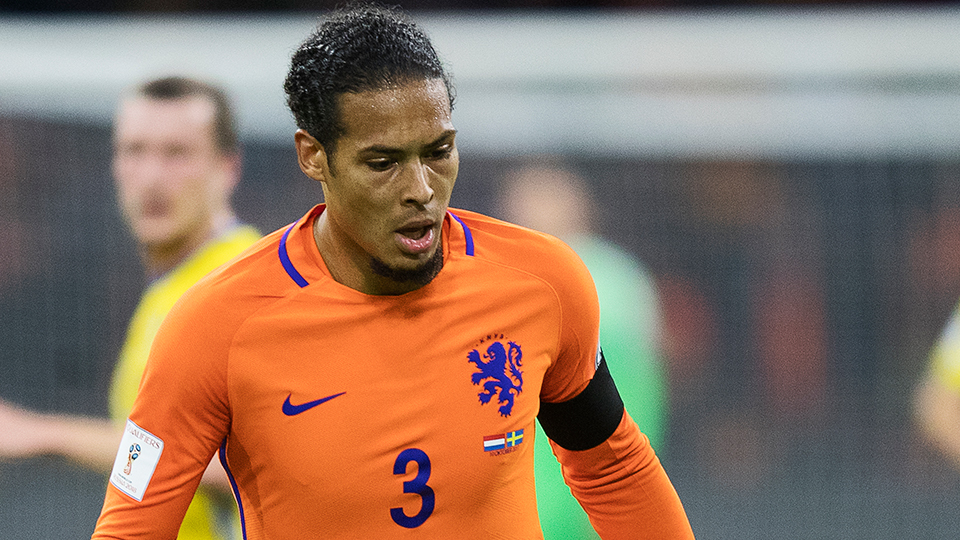 ZAGUEIRO: Virgil van Dijk, Holanda e Southampton - € 30 milhões (R$ 113 milhões); opção: Stefan de Vrij (Holanda e Lazio, € 27 milhões)