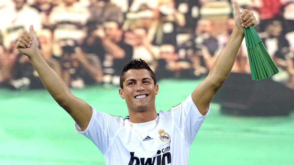 ATACANTE: Cristiano Ronaldo - do Manchester United ao Real Madrid - 80 milhões de libras (R$ 333,5 milhões)