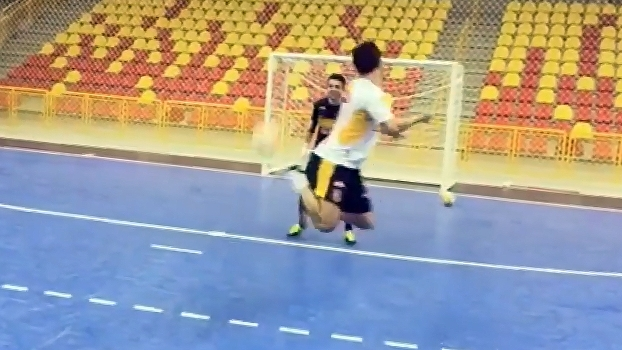 Em treino, Falcão faz cinco gols de lambreta seguidos; veja