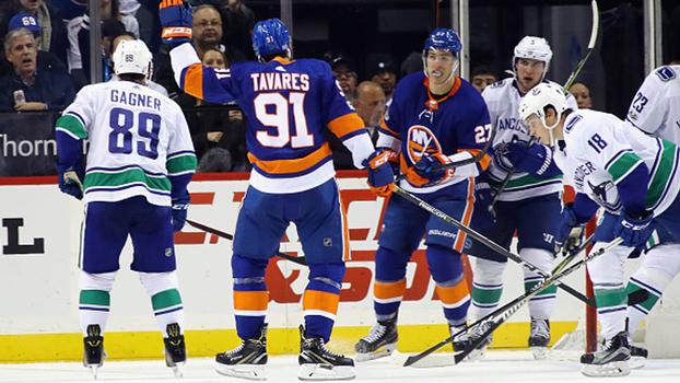 Islanders vencem Canucks e seguem colados no líder da divisão Metropolitana do Leste
