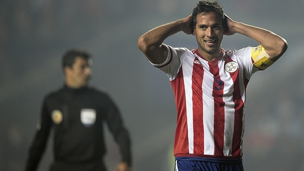 Maior artilheiro do Paraguai, Roque Santa Cruz se aposenta da seleção; Mauro comenta