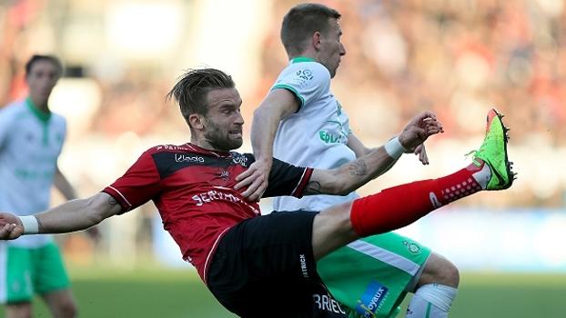 Saint-Étienne vence fora de casa e impõe 2ª derrota seguida ao Guingamp
