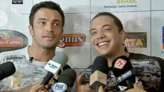 Antes de amistoso, Falcão e Wesley Safadão cantam 'Camarote'; assista