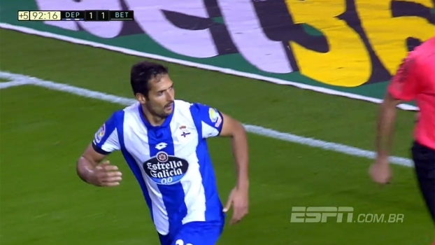 Com gol de pênalti nos acréscimos, La Coruña empata em casa com Bétis
