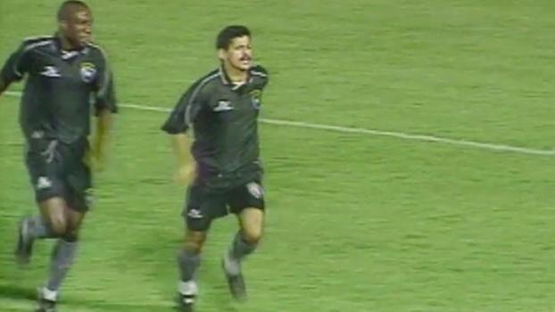 Em 1999, Valdir Bigode fez o dele na derrota do Botafogo para o Internacional pelo Brasileiro