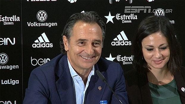 Apresentado no Valencia, Prandelli elogia elenco e Diego Alves: 'Temos muita sorte em tê-lo'