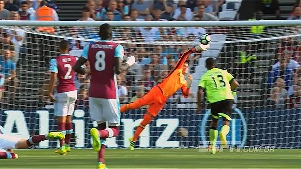 Com a ponta dos dedos, cara a cara e fechando o gol: veja as melhores defesas da 2ª rodada da Premier League