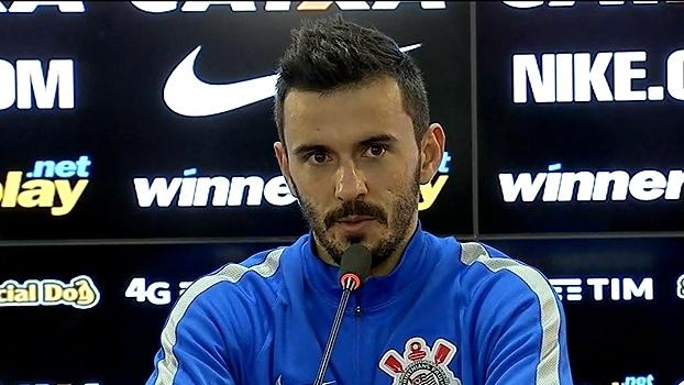 Cristóvão anuncia que não vai relacionar Pato para duelo com o Figueirense