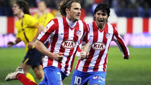 2009: Barça abriu 2 a 0 em 30min, mas Forlán e Aguero comandaram virada do Atlético de Madri