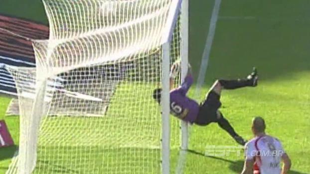 Em 2007, Nenê fez golaço de falta para o Monaco, mas Bordeaux venceu com gol de Wendel