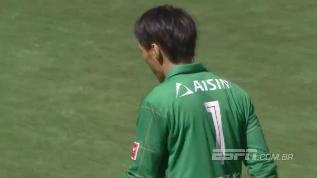 Pela segunda divisão japonesa, veja lambança que o goleiro do Nagoya Grampus fez