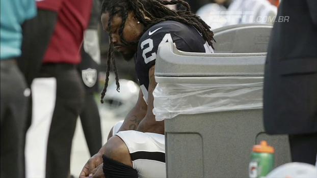 Com protesto de Lynch no hino, Rams de Goff vencem Raiders de Carr na pré-temporada da NFL