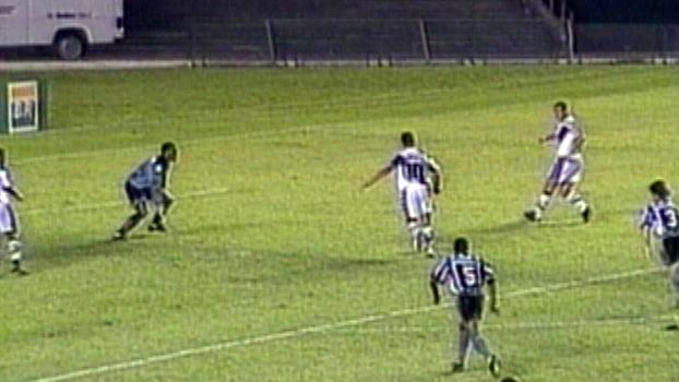 Edmundo marcou e decretou a virada do Vasco sobre o Botafogo em 1996; reveja