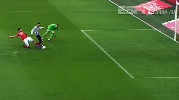 Na minha casa não! Hummels dá carrinho perfeito e salva o Bayern de 'gol feito'
