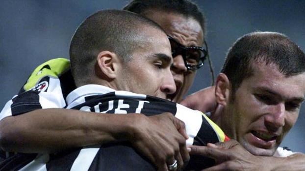 Zidane e Trezeguet marcaram na vitória da Juventus sobre a Fiorentina em 2001