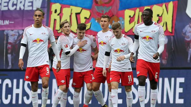 Leipzig vence Stuttgart com belo gol de Sabitzer e segue na cola do Borussia Dortmund