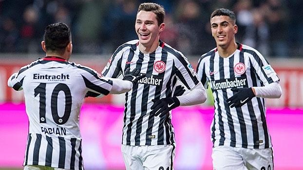 Eintracht Frankfurt vence e toma 3ª colocação do Borussia Dortmund
