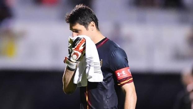 Bertozzi, sobre Denis: 'Não adianta achar que o goleiro ficará pronto jogando esporadicamente por sete anos'