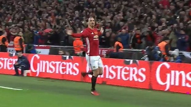 GOL do United! Defesa do Southampton falha, Ibrahimovic fica livre em levantamento e faz seu segundo