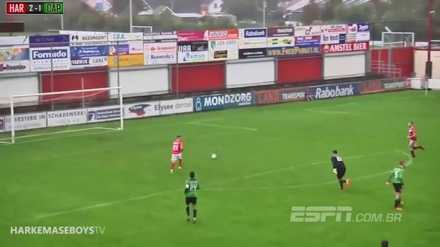Holandês entra na briga por gol perdido mais fácil da história do futebol; assista
