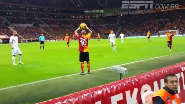 Jogador ouve o que a torcida fala? Sneijder não só ouviu, como agradeceu