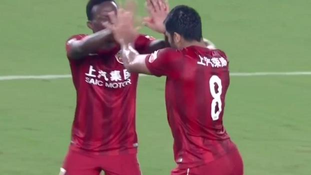 Jogo feio é apelido: após 'perde e ganha' interminável, Hulk faz gol chorado na China