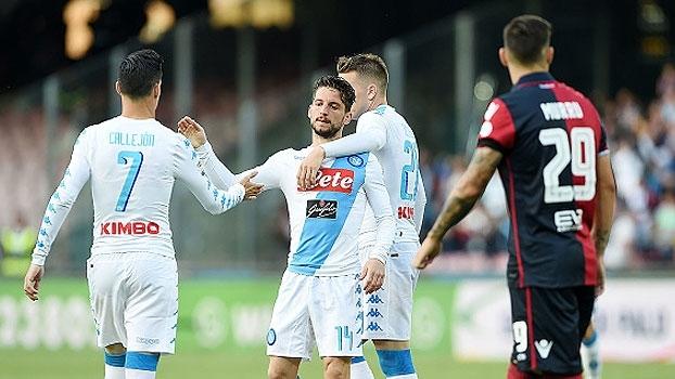 Brasileiro marca pelo Cagliari, mas Napoli vence e assume vice-liderança do italiano