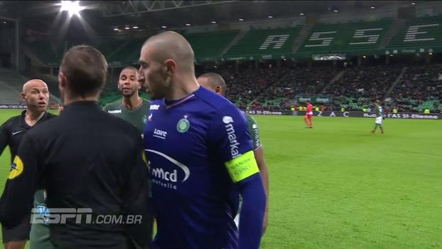 Goleiro do St. Etienne é expulso por peitar bandeirinha e Mônaco goleia fora de casa