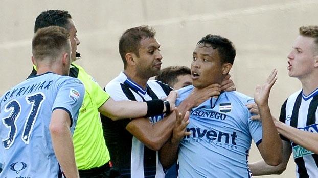 Confusão! Danilo pega Muriel pelo pescoço depois de atacante comemorar gol pela Sampdoria
