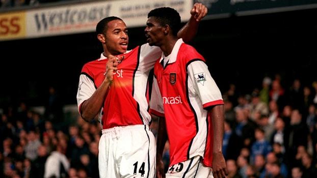 Ele é perigooooso! Em 1999, Kanu fez três e Arsenal bateu Chelsea no Stamford Bridge