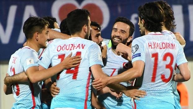 Turquia goleia Kosovo fora de casa e segue sonhando com classificação à Copa