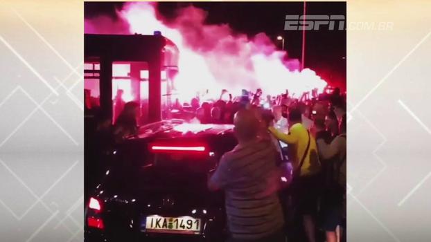 Veja a festa incrível da torcida do AEK para receber atacante argentino