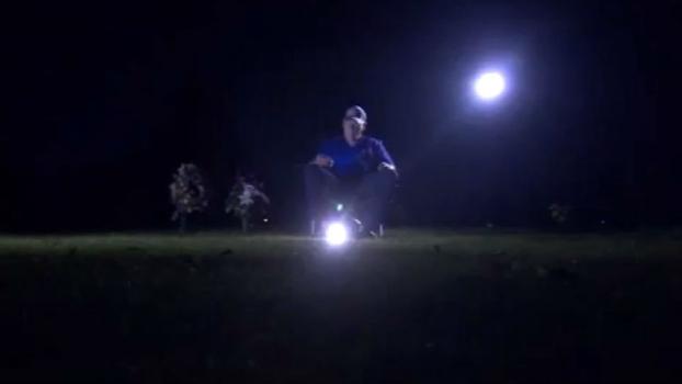 Para homenagear pai, torcedor dos Cubs ouve jogo do título no cemitério