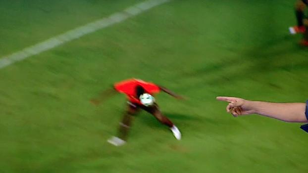 Sálvio analisa pênalti muito mal marcado a favor do Sport: 'A bola bate na cabeça do Wanderson'