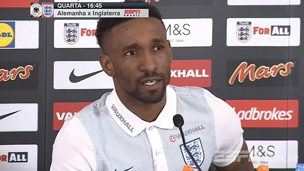 De volta à seleção inglesa, experiente Jermaine Defoe elogia jovens: 'O futuro é brilhante'