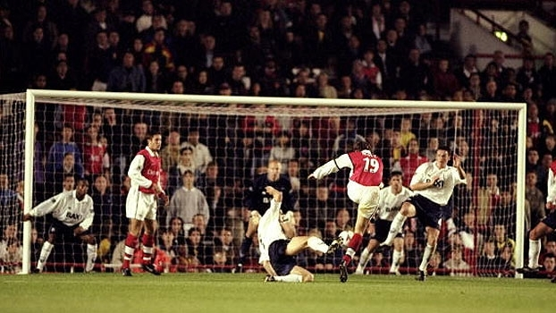 Com gols de Overmars e Petit, Arsenal eliminou o Preston North End em 1998/99; relembre!