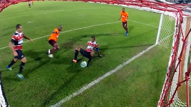 Em reencontro de Grafite com Santa Cruz, Atlético-PR perde pênalti e fica no empate sem gols
