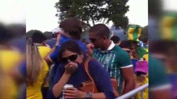 Na entrada para jogo do Brasil, torcedores sofrem com efeito do gás das bombas jogadas pela polícia