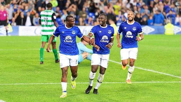 Everton atropela Yeovil Town e avança na Copa da Liga