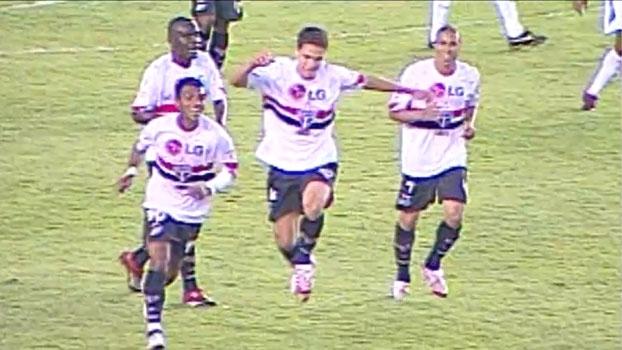 Em 2007, Hernanes mandou no ângulo e São Paulo virou sobre o Cruzeiro