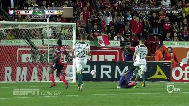 Estreando pelo Tijuana, Bolaños entra no segundo tempo, faz o gol de empate e toma cartão em 7 minutos