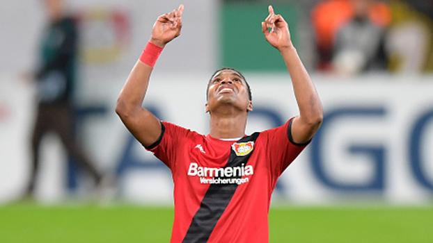 Com gols de lateral brasileiro e ex-Internacional, Bayer Leverkusen avança na Copa da Alemanha
