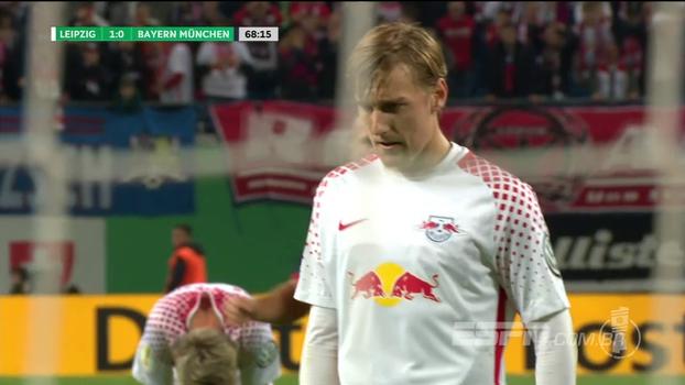 Boateng comete pênalti em Poulsen, Forsberg desloca o goleiro e abre o placar para o Leipzig contra o Bayern