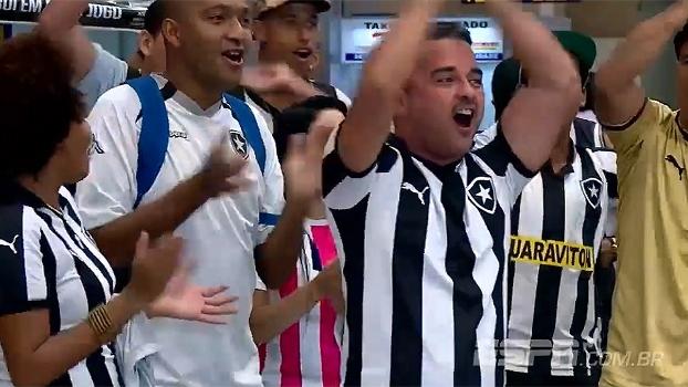 Botafogo desembarca e é recebido com festa por torcida em aeroporto após passagem de fase