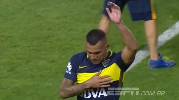Ovacionado por companheiros e torcida, Tevez deixa o campo chorando no último jogo pelo Boca