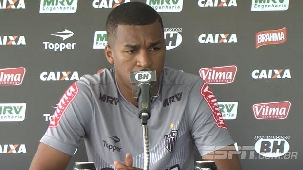 Erazo explica substituição no treino e comenta preparação física: 'Terminei o ano no limite'