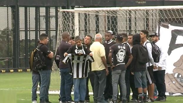 'Bate Bola' analisa invasão de torcedores no Botafogo; Veja as imagens