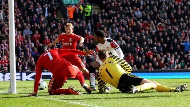 Com jogada sensacional de Suárez e 'hat-trick' de Kuyt, Liverpool bateu Manchester United em 2011